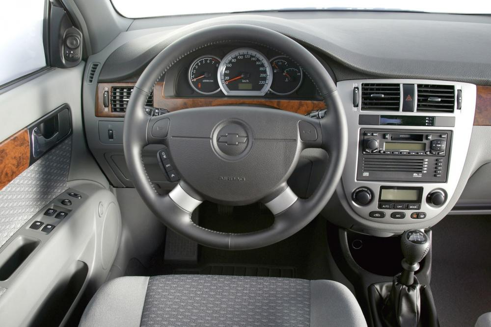 Chevrolet Lacetti 1 поколение (2004-2013) Седан интерьер