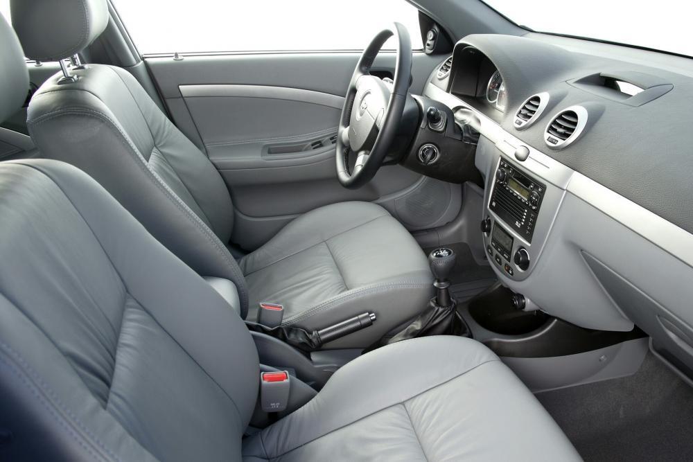 Chevrolet Lacetti 1 поколение (2004-2013) Хетчбэк интерьер