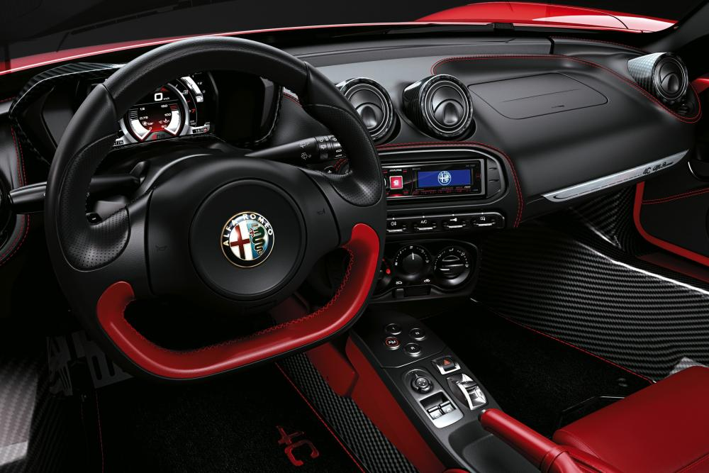 Alfa Romeo 4C 1 поколение Тарга Spyder интерьер