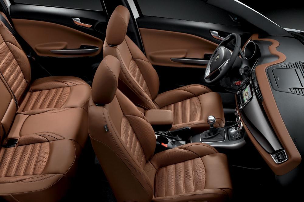 Alfa Romeo Giulietta 940 рестайлинг Хетчбэк интерьер
