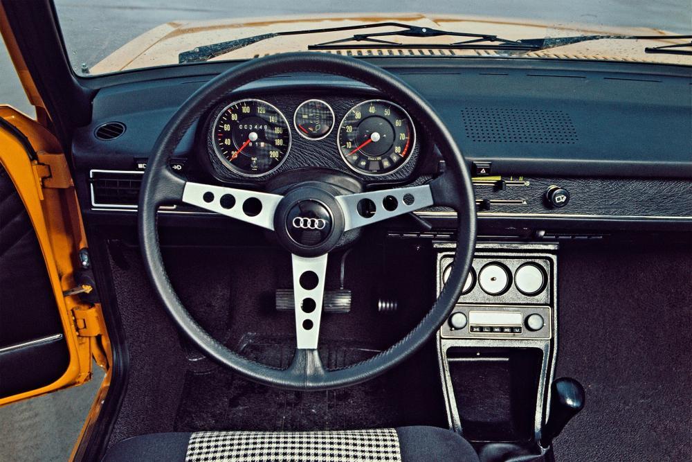Audi 80 B1 (1973-1976) GT седан 2-дв. интерьер