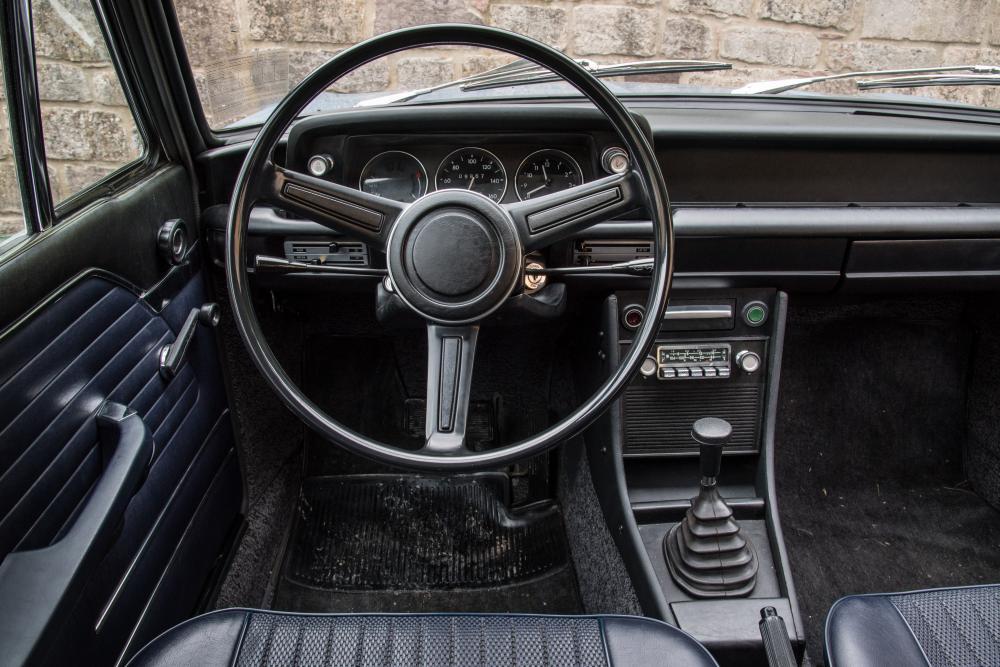 BMW 02 (E10) 1 поколение (1971-1974) Хетчбэк 3-дв. интерьер