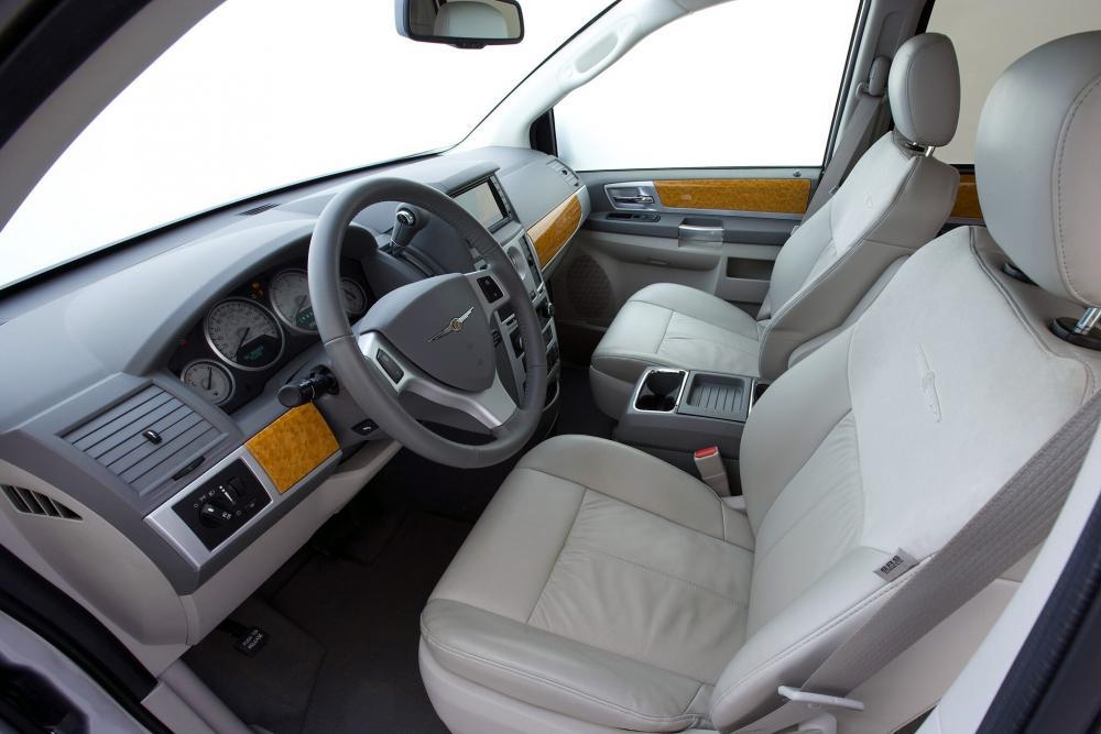 Chrysler Voyager 5 поколение (2007-2010) Минивэн Grand интерьер