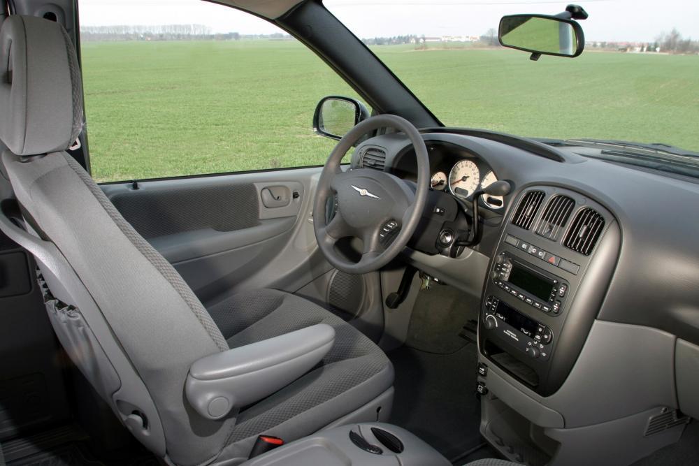 Chrysler Voyager 4 поколение рестайлинг (2004-2007) Минивэн интерьер