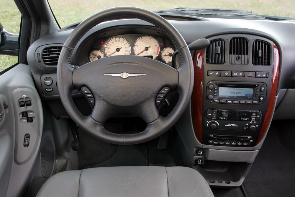 Chrysler Voyager 4 поколение рестайлинг (2004-2007) Минивэн Grand интерьер