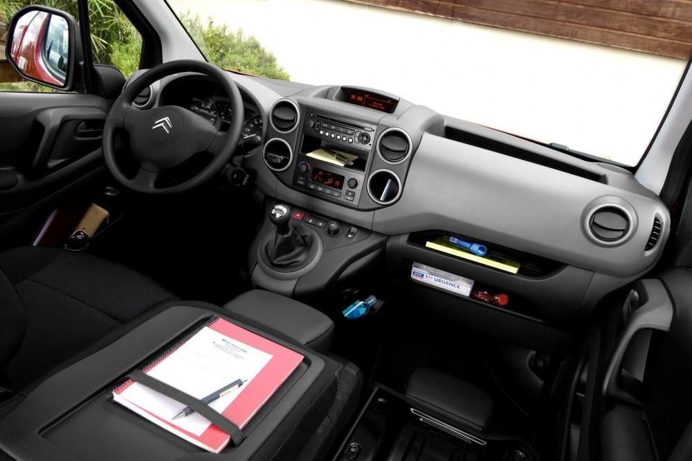 Citroen Berlingo 2 поколение Фургон интерьер