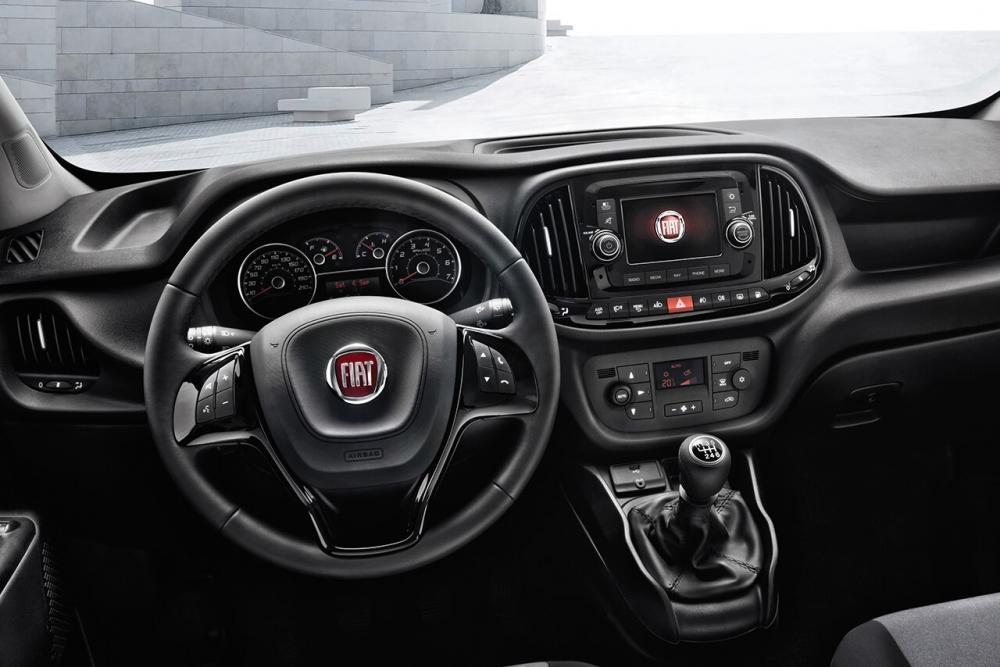 Fiat Doblo 2 поколение рестайлинг Cargo фургон интерьер