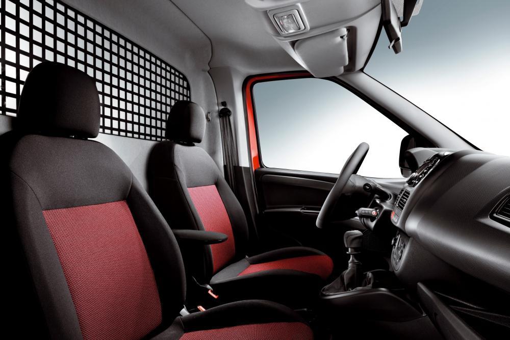 Fiat Doblo 2 поколение Cargo фургон интерьер кабины