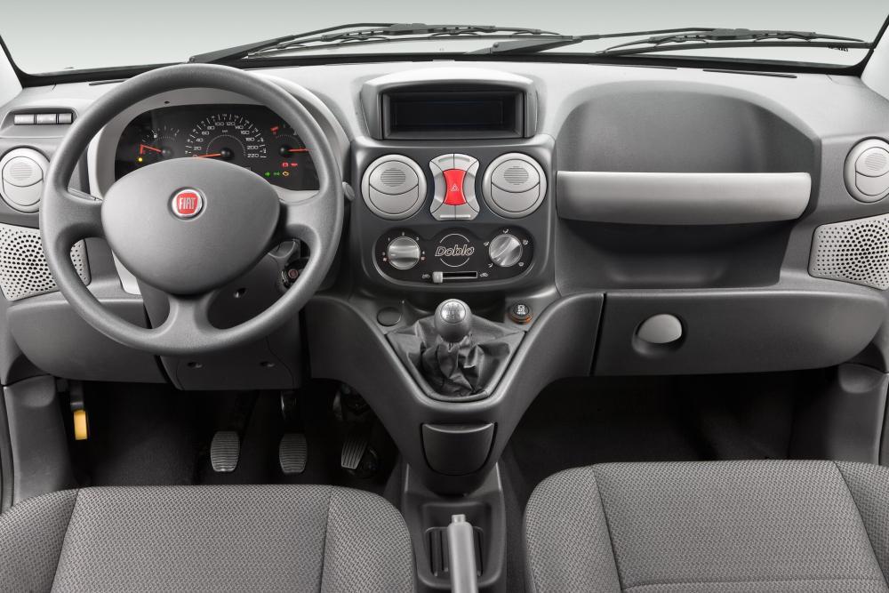 Fiat Doblo 1 поколение рестайлинг Cargo фургон интерьер, торпедо